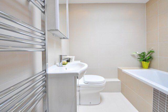 Nowoczesna mała łazienka