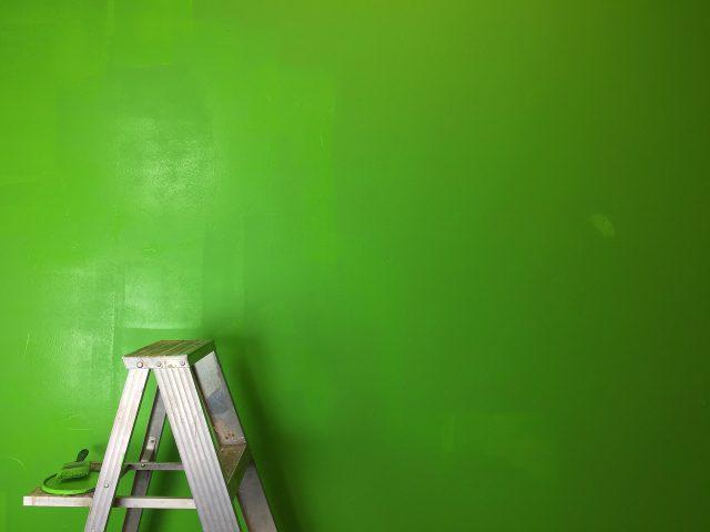 Jak przygotować ścianę do malowania